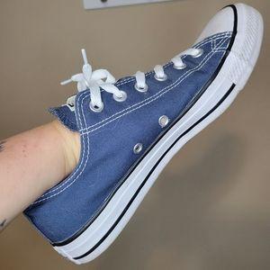 Converse Low Tops Blue Men Size 8 Women Size 10